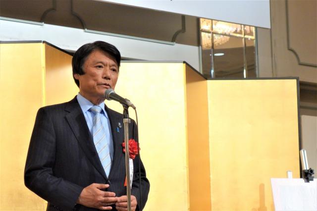 福岡県知事の小川洋氏